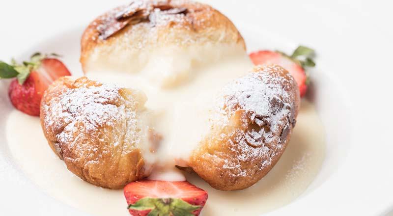 Buchteln mit Vanillesauche à la carte Restaurant Linserhof Imst