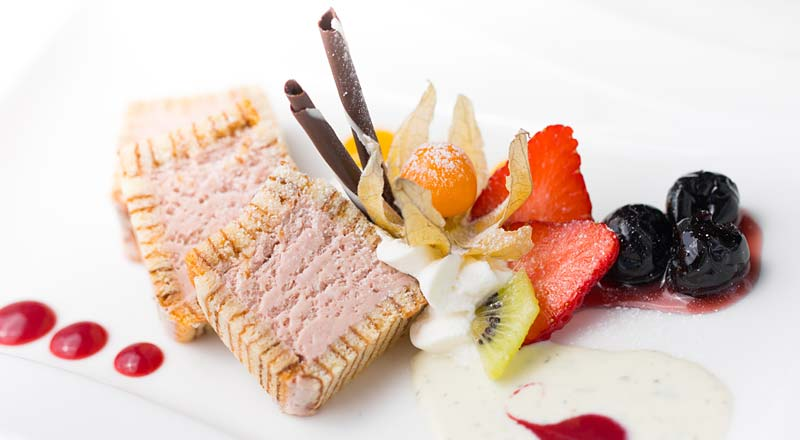 Erdbeerparfait à la carte Restaurant Linserhof Imst